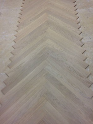 pose de parquet contrecoll en chevrons dans un showroom marseille r novation de sols en. Black Bedroom Furniture Sets. Home Design Ideas